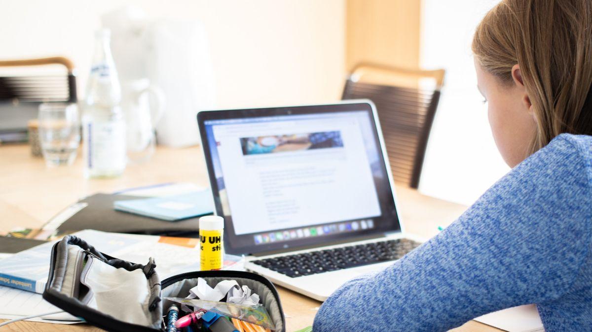 МОН предоставя редица разработени материали за онлайн обучението